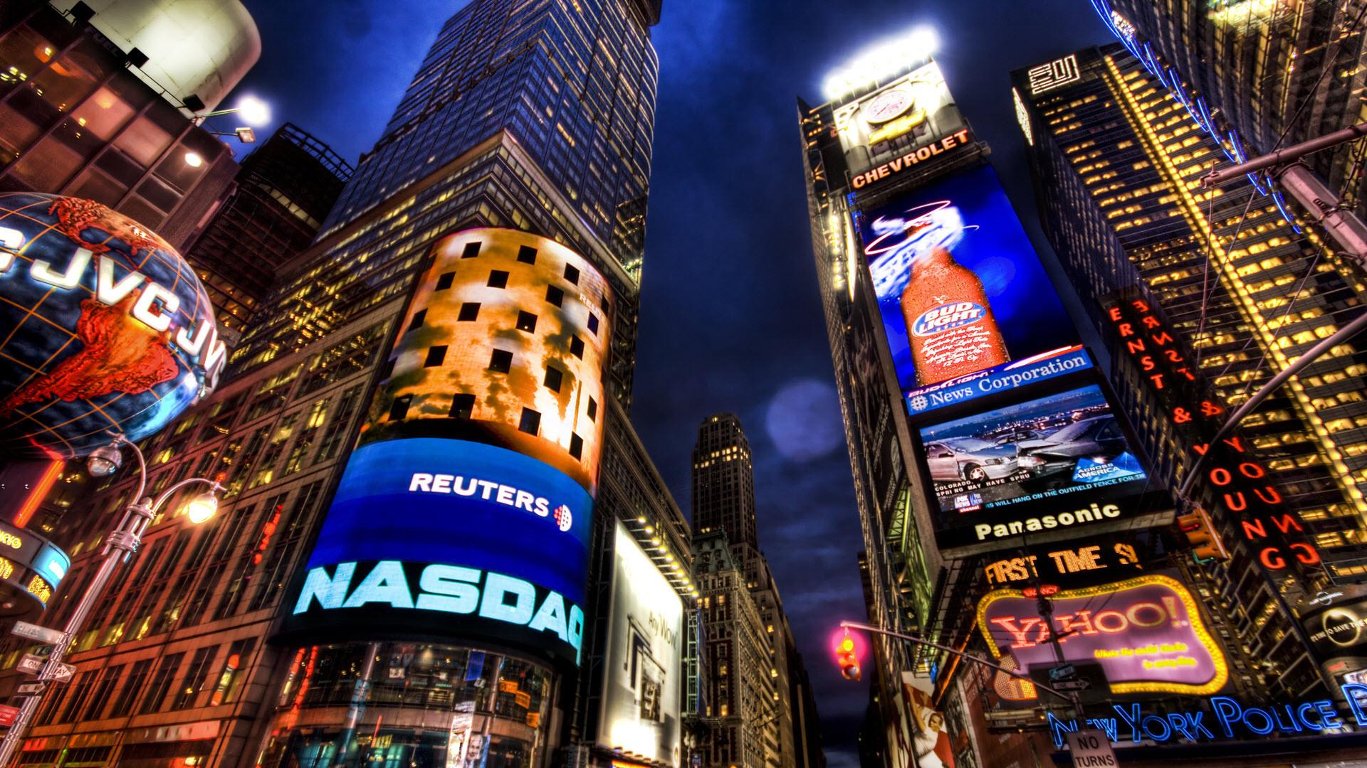 Quảng trường thời đại về đêm