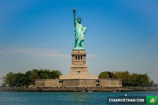 ve may bay di new york eva air