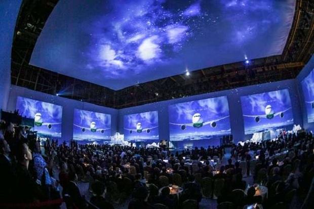 Sự kiện ra mắt ấn tượng máy bay Boeing 787