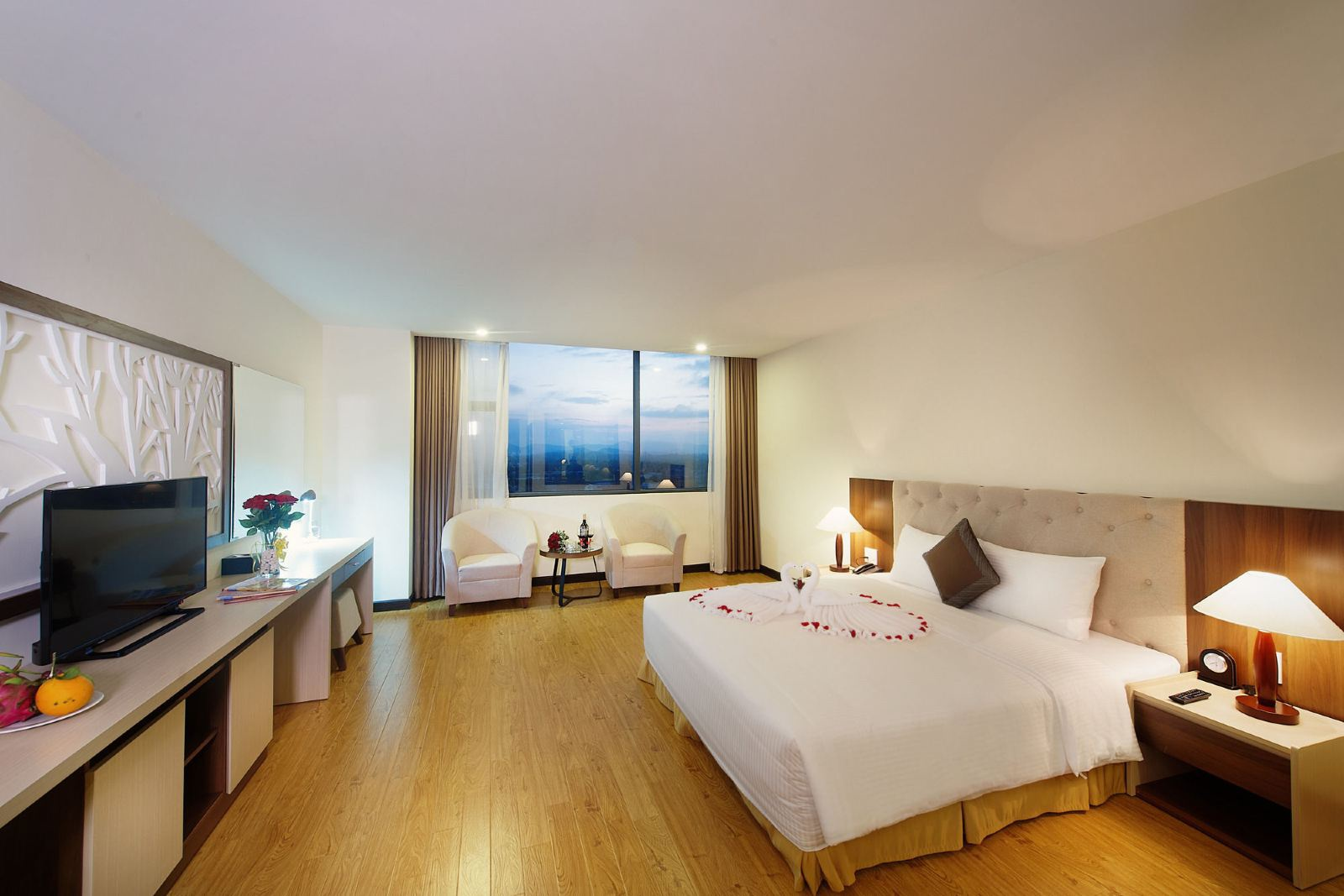 Phòng deluxe cao cấp Khách sạn Mường Thanh Quảng Nam