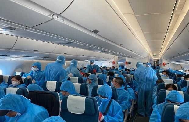 đối tượng đặt vé máy bay từ Mỹ về Việt Nam tháng 4