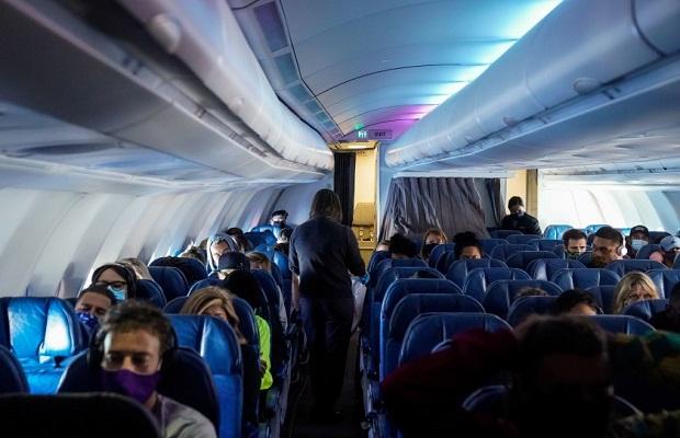 Hành khách nhập cảnh trênchuyến bay từ Vancouver về Sài Gòn